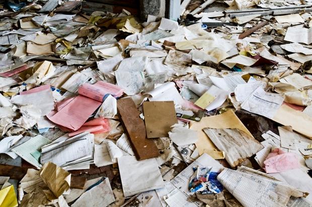"""Así se verán en unos años todos los papeles que gastamos facturando para la ETB. Foto: """"Paperwork"""" por Curtis Perry."""